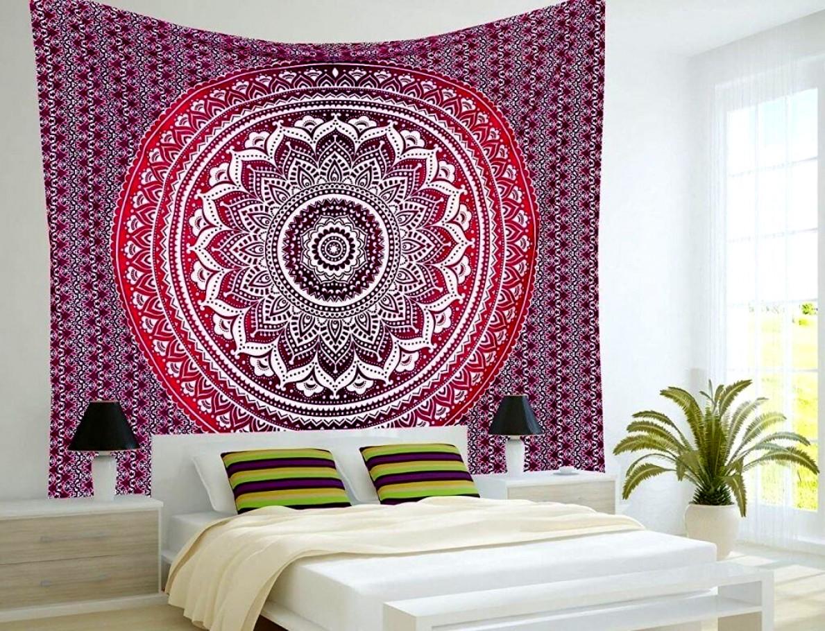C mo decorar paredes con telas para lograr un espacio con - Decorar muebles con tela ...